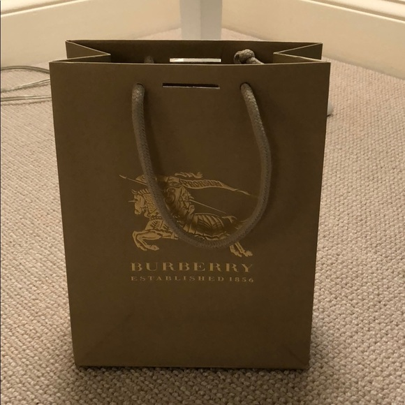 c7ccba41cfeb Burberry Handbags - Burberry shopping bag